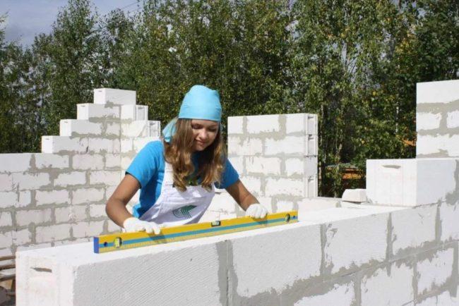 Блоки «Поревит» применяют для строительства коттеджей или многоэтажных зданий.